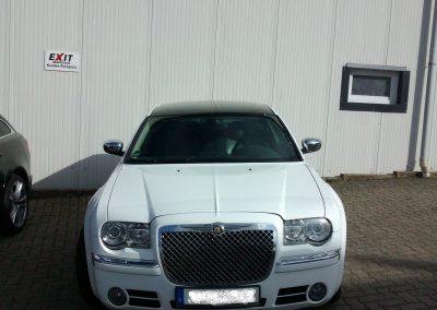 Chrysler 300C Teilfolierung in weiß
